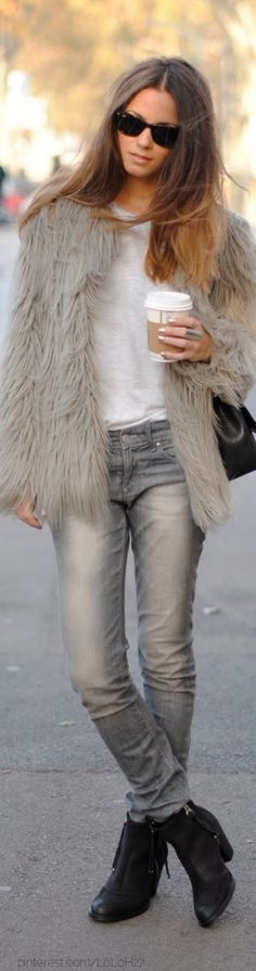Love the fur coat jeans and booties give a edgy street wear look ! Love it ! SarahJM Faux Fur, Fashion, Furs, Cities Chic, Winter Looks, Street Style, Jackets, Bruce Lee, Street Chic