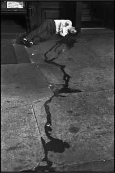 Henri Cartier-Bresson - The Bowery, New York - 1947 - dead or sleeping? - street - mistery