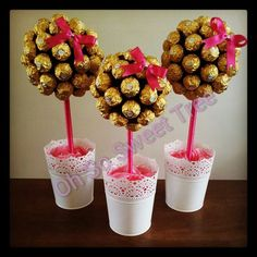 Sweet tree with ferrero rochers - we'll be having these as soon as my children give me some - any - evidence that they can be remotely trusted in their vicinity. Chocolate Tree, Chocolate Bouquet, Chocolate Gifts, Wedding Favor Table, Wedding Sweets, Cookie Bouquet, Candy Bouquet, Candy Trees, Sweet Trees