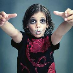 Rachael Ray's buddy Gretta Monahan has some tricks for winning Halloween costumes that start with your makeup bag.ZOMBIE COSTUMEMakeup How-ToGrab concealer, dark eye shadow, dark eyeliner pencil and hair gel to get the best effect. Halloween Ball, Holidays Halloween, Halloween Costumes For Kids, Diy Costumes, Halloween Makeup, Zombie Costumes, Halloween Parties, Halloween 2015, Kids Zombie Makeup