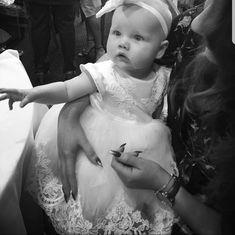 Spitze, Satin und Tüll, die Taufe Kleid BESCHREIBUNG: Dieses schöne Taufe Kleid hat eine vollständige Tüllrock mit Wellenschliff Spitze und satin Top mit Spitze Applikationen und Perlenverzierungen. -Das Oberteil ist aus hochwertigem Herzogin satin mit handgenähten spitzeapplique