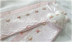 Kit.Fralda.bordado Rococó 1 tamanho normal 1 fralda boca Ribbon Embroidery, Embroidery Patterns, Sewing Patterns, Decorative Hand Towels, Baby Sheets, Handmade Crafts, Diy And Crafts, Machine Embroidery Projects, Shabby Chic Pink