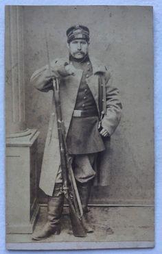Antique 1860s Original CIVIL WAR Era CDV PHOTOGRAPH Long Rifle Soldier Sword