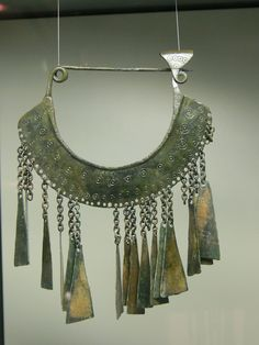 Castle museums in Linz ( Upper Austria ). Archeological collection: Celtic fibula from Hallstatt, Hallstatt culture Viking Jewelry, Ancient Jewelry, Ancient Art, Ancient History, Celtic Dress, Merovingian, Ancient Vikings, Iron Age, Archaeology