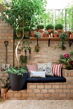 Sitting in the garden: 11 ideas for a small relaxation corner Garden guide - Clementina - dec. - Sitting in the garden: 11 ideas for a small relaxation corner Garden guide – Clementina – decor - Backyard Seating, Small Backyard Landscaping, Outdoor Seating, Outdoor Decor, Backyard Ideas, Landscaping Ideas, Garden Seating, Large Backyard, Patio Ideas