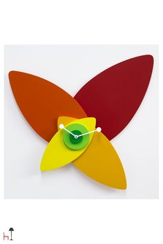 If you are looking for a unique clock boasting a cutting-edge design, Petali clock by Progetti is the one for you.