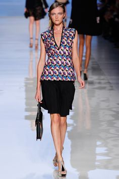 Etro Spring 2012 Ready-to-Wear Fashion Show - Vlada Roslyakova
