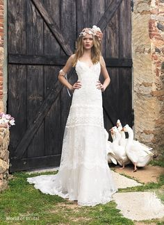 Wedding dress ideal for romantic wedding held at a garden or countryside wedding. Made of high quality tulle embroidered lace.