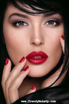 Monica Bellucci, beautiful dramatic hair and make up. Would be beautiful for wedding day beauty. Monica Bellucci, Beauty Make Up, Hair Beauty, Beauty Ad, Top Beauty, Brunette Beauty, Real Beauty, Makeup Ads, Dior Makeup