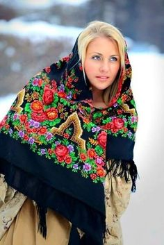 Find authentic Russian shawls from high quality wool at best prices on RusClothing. Made in Russia, shipped from Russia worldwide. Boho Fashion, Winter Fashion, Vintage Fashion, Womens Fashion, Russian Beauty, Russian Fashion, Authentic Costumes, Wladimir Putin, Russian Culture
