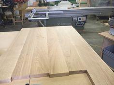 Prachtig eikenhout aan het schuren voor 2 grote bureaus