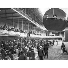 /07/1918  EL VERANEO DE LA FAMILIA REAL. ASPECTO DEL FRONTÓN JAI ALAI DURANTE EL PARTIDO DE ANTEAYER, AL CUAL ASISTIERON SS.MM. EN CÍRCULO, D. ALFONSO XIII (1), DOÑA VICTORIA (2) Y DOÑA MARÍA CRISTINA (3) EN EL PALCO REGIO: Descarga y compra fotografías históricas en | abcfoto.abc.es