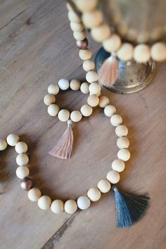 DIY :: TASSEL + WOOD BEAD GARLAND