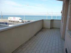 Elegante quadrilocale fronte mare con terrazzo e garage