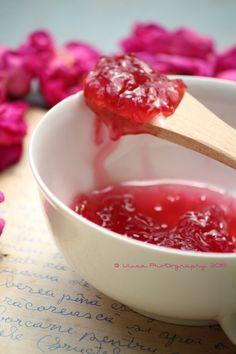 Una delizia la confettura di petali di rosa damascena (Rose of Castile)...