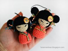 pretty kokeshi....lisa how about these for your auntie?
