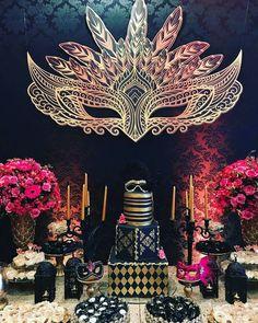 Maskentanzen ♣ ⚫✴ By - Maskentanz - Ana Carolina - Plötzlich . Mascarade Party Decorations, Masquerade Party Themes, Masquerade Cakes, Sweet 16 Masquerade, Masquerade Wedding, Dance Themes, Prom Themes, Theme Carnaval, Prom Decor