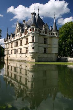 The Château d'Azay-le-Rideau is located in the town of Azay-le-Rideau in the French département of Indre-et-Loire. Built between 1518 and 1527, this château is considered one of the foremost examples of early French renaissance architecture. Set on an island in the middle of the Indre river, this picturesque château has become one of the most popular of the châteaux of the Loire valley.