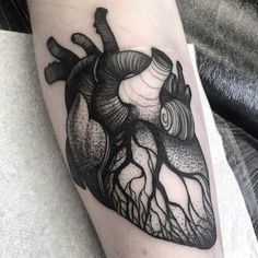 One of 2 on magnificent Lisa. Other than the ones already booked, this is one of the last anatomical hearts I'll do thankyou for being awesome