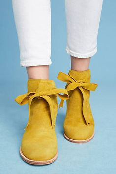 Huma Blanco Bow Booties and more Anthropologie (ad) Doc Martens Stiefel, Doc Martens Boots, Ugg Style Boots, Ugg Boots, Ankle Boots, Boot Over The Knee, Cute Shoes, Me Too Shoes, Moda Disney