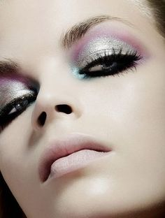 Silver shimmering eyeshadow and long lashes Black Lashes, Long Lashes, Beauty Makeup, Eye Makeup, Hair Makeup, Turquoise Highlights, Cool Makeup Looks, Glamorous Makeup, Shimmer Eyeshadow
