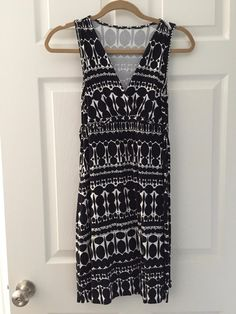 For Sale: BEAUTIFUL SILKY DRESS - Black and white. Ties in the back.
