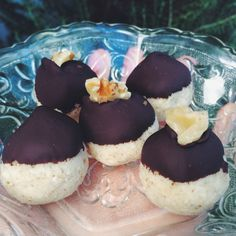 Lemon Ginger Coconut Bites | livehautehealthy.com #recipe #dessert #raw #cleaneats #hautehealthy