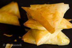 Τυροπιτάκια με φύλλο κρούστας | magiacook Snack Recipes, Snacks, Greek Recipes, Finger Foods, Pineapple, Chips, Fish, Meat, Fruit