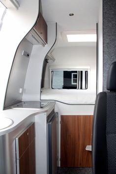 Doorkijk naar het vaste bed Camper Caravan, Truck Camper, Camper Trailers, Ducato Camper, Fiat Ducato, Vw Lt 35, Mercedes Van, Sprinter Camper, Van Design