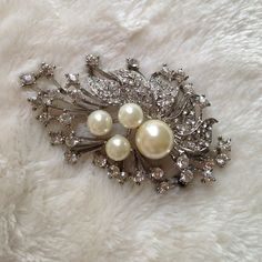 Host PickSwarovski crystal Brooch Used only on time on my wedding day. It is missing the pin but you can have it replaced. It has so much sparkle to it. Jewelry Brooches