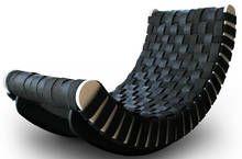 Diesem Lounge-Sessel von Leo Kempf sieht man auf den ersten Blick nicht an, dass die Liegefläche aus recycelten Reifen hergestellt wurde. Ob...