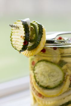 I have a confession. I'm not fond of summer squash. While I love most of the delicious fruits and vegetables from the summer harvest, I'm ambivalent about zucchini, yellow squash and the rest of th… Bread N Butter Pickle Recipe, Bread & Butter Pickles, Fermentation Recipes, Canning Recipes, Delicious Fruit, Yummy Food, Squash Bread, Canning Food Preservation, Easy Eat