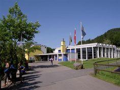 Das Hallen- und Freibad Lättich gehört mit seinen grosszügigen Anlagen für alle Benutzergruppen zu den beliebtesten Bädern der Schweiz. Bad, Families, Switzerland