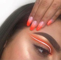 #CoconutOilEyebrows Makeup Eye Looks, Eye Makeup Art, Skin Makeup, Eyeshadow Makeup, White Eyeliner Makeup, Fairy Makeup, White Eyeliner Looks, Crazy Eyeshadow, Mermaid Makeup
