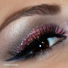 "By @alisacmakeup "" paint pot mineral eyeshadow 'if you dare' and glitter pot 'jewel pink', black eye-liner and mascara all @motivescosmetics  in the crease i used naked1 palette"" via @PhotoRepost_app Motives products can be found here: www.my123beauty.com"