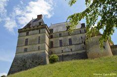 Situé à l'extrémité sud du département, construit sur un promontoire naturel, le château de Biron domine les confins d'Agenais. Siège…