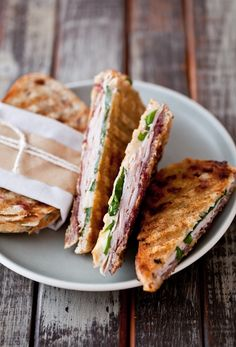 Food photography: breakfast sandwich, Brie, Turkey And Spinach Panini I Love Food, Good Food, Yummy Food, Yummy Lunch, Food For Thought, Beste Burger, Panini Recipes, Roasted Radishes, Cooking Recipes