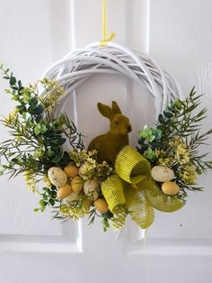 Easter Flower Arrangements, Easter Flowers, Paper Flowers Craft, Flower Crafts, Shabby Chic Wreath, Easter 2021, Easter Parade, Easter Wreaths, Spring Crafts