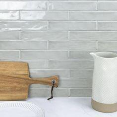Diy Interior, Ceramic Subway Tile, Ceramic Tile Backsplash, Tiled Kitchen Countertops, Scandinavian Kitchen Backsplash, White Tile Backsplash Kitchen, Kitchen Backsplash Inspiration, Kitchen Wall Tiles Design, Backsplash Ideas