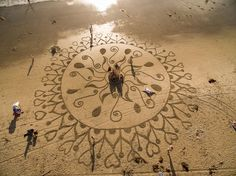 Man quits his job after visiting Burning Man, spends 10+ years drawing in the sand - Album on Imgur