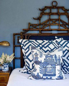 Asian Chinoiserie Style - Vintage Style Trends | The Thrifty Decorator #asianhomedecorbedroombeds Asian Home Decor, Chinoiserie Chic, Chinoiserie Fabric, Chinoiserie Wallpaper, White Rooms, White Decor, Beautiful Bedrooms, Home Furniture, Furniture Design