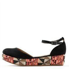 Pimkie.fr : Les sandales cultive un esprit ethno-folk qu'on a envie d'adopter cet été.