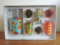 Very retro & kitsch flower print This set never opened and still sealed. (It need to open the box for packing when we send to you. Vintage Kitchen, 70s Kitchen, Glass Jug, Packing Boxes, Vintage Storage, Vintage Glassware, Mid Century Design, Line Drawing, Flower Prints