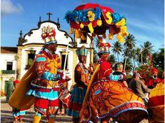 Fortaleza, Ceará - BRASIL - Dia 25 é dia de Maracatu. Apresentação do grupo Maracatu Rei de Paus, que realiza cortejo seguido da tradicional coroação da rainha.