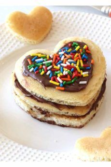 """""""I HEART YOU"""" Pancakes Recipe - the perfect easy #breakfastrecipe to start the day right for those you love #pancakesrecipes #chophappy"""