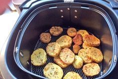 These fried potatoes from the hot air fryer have a gentle preparation. Here is the recipe for a delicious side dish with many meat dishes. potato al horno asadas fritas recetas diet diet plan diet recipes recipes Hamburger Meat Recipes, Sausage Recipes, Potato Recipes, Crockpot Recipes, Italian Pasta Recipes, Mexican Food Recipes, Air Frying, Fried Potatoes, Healthy Eating Tips