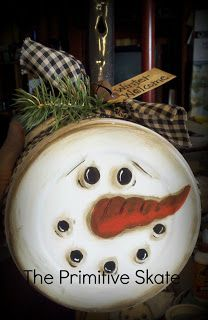 Snowman face painted on the bottom of a pan with handled, add some fabric, tag and a rusty bell. Small pan for ornament and large pan for door hanger. Primitive Christmas, Country Christmas, Christmas Snowman, Winter Christmas, Christmas Holidays, Christmas Decorations, Christmas Ornaments, Cowboy Christmas, Primitive Fall