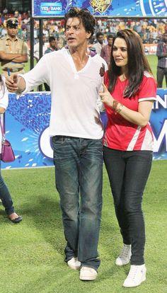 Kolkata Knight Riders @Amit Singh Knight Riders #KKR in 2014 won the title of champion #IPL2014 @Olivia Gulino SRK #SRK #cricket #IPLFINAL2014 pic.twitter.com/tMEagygDYC