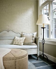 living room design with white painted brick wall and white furniture Painted Brick Walls, White Brick Walls, Paint Brick, Taupe Walls, Living Room Designs, Living Spaces, Living Rooms, Look Wallpaper, Brick Wallpaper