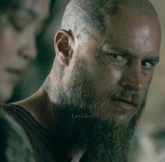 Ragnar Vikings Season 1, Ragnar Lothbrok Vikings, Viking Series, Ivar The Boneless, Mens Hairstyles With Beard, Vikings Tv Show, Viking Life, The Last Kingdom, Travis Fimmel